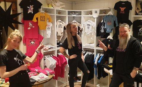 """Butikksjef Ida M. Lisper, butikkleder Mia Karlsen og daglig leder Bjørn Tore Hindklev er klar for å åpne dørene på """"Mye rart"""" sin nye butikk på Lillehammer."""