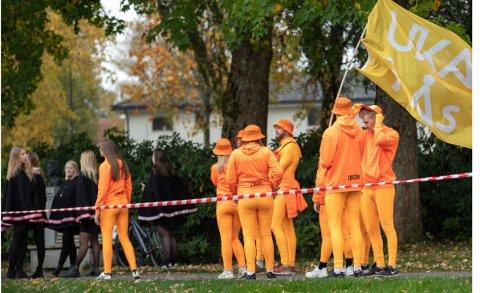 UENIGHET: UKEsjefen og kommuneoverlegen i Ås har forskjellig versjon av et nachspiel under UKA i Ås forrige helg.