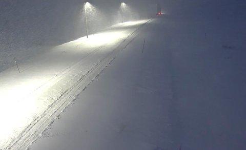 Dovre  20190114. E6 ved Fokstugu over Dovrefjell var mandag morgen stengt på grunn av uvær. Foto: Statens vegvesen / NTB scanpix