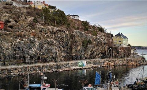 Nå kan Løkteskjær brygge AS beholde dagens vei i Hasalen, men det må sprenges plass til et  fortau på to meters bredde inn i fjellet.