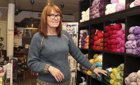 Eier Mette Alstad (53) ved Can Can Garn på Fauske satser på garn i alle varianter og farger og har et godt utvalg å tilby kundene sine. Hun ser ingen tegn til at strikketrenden avtar med det første.