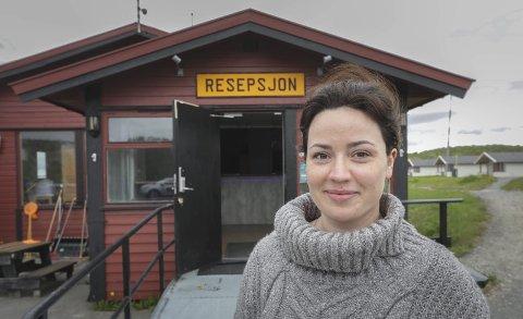 Åpent: Ola forteller at bestillingene fra turistene tikker inn, og at ting ser bra ut for campingplassen nå.