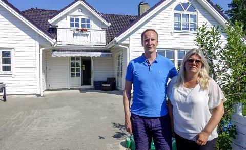 ADVARER: Da Marie Konglevoll og Raine                 Mortensen skulle selge boligen sin i 2016 etter å ha kjøpt ny bolig i Blomsterdalen, oppdaget de at en anonym person med aliaset «Thomas Gullhav» hadde sendt bekymringsmelding om deres ikke godkjente utleieleilighet.