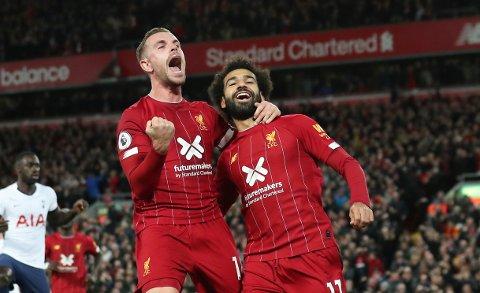 Mohamed Salah (t.h.) jubler sammen med Jordan Henderson etter å ha scoret 2-1-målet mot Tottenham på straffespark. Liverpool har hatt marginene på sin side i de siste kampene. Lørdag venter en tøff bortekamp mot et formsterkt Villa-lag. Det blir ingen walkover for de røde fra Beatles-byen.