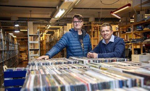 Sten Arve Andersen (t.v.) og Tarjei Vedå Vangdal satser titalls millioner på en markedsplass for netthandel fra sine lokaler på Nesttun.