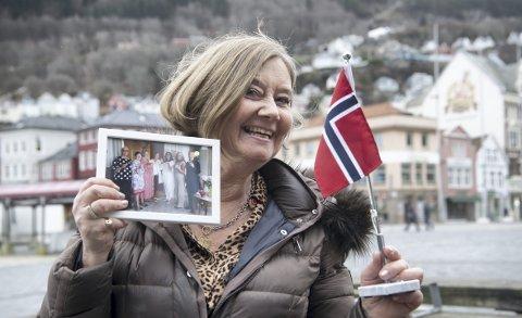 GLEDE: Liv Sæverhagen ser frem til feiring av 60-årsdagen til sin gamle venninne                   Erna Solberg, sammen med resten av medlemmene i jenteklubben «Gribbene». – Erna var litt kul, for hun fikk gå på popkonserter, sier hun. FOTO: ARNE RISTESUND