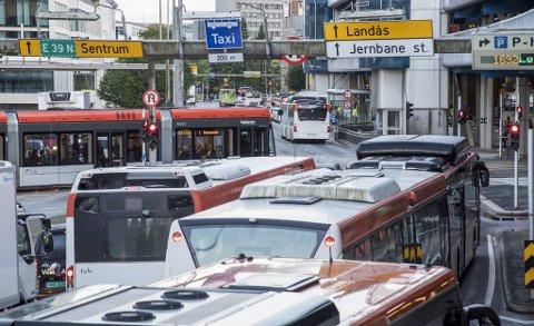 Kommende mandag kan det bli trøbbel i kollektivtrafikken i Bergen.
