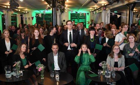 Fra MDGs valgvake, i front: Natalia Golis, Arild Hermstad, Thor Haakon Bakke, Josefine Gjerde og Eline Haakestad.