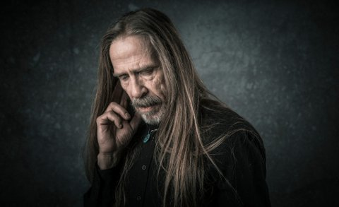 ÅRHUNDRETS STEMME: Øivind «Elg» Elgenes kommer til Vikersund 20. oktober
