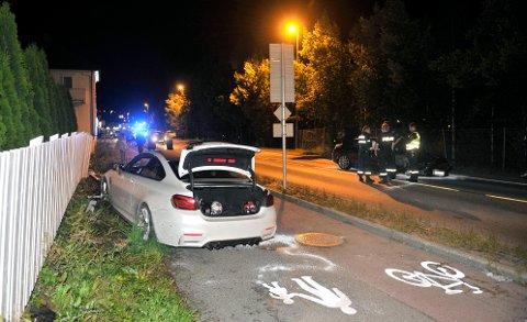 MATERIELLE SKADER: Det var store materielle skader på begge bilene med fører.