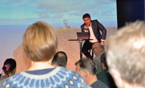 PÅ SCENEN: Advokat Ole-Martin Jensen presenterte sine synspunkter om hva de tre aktørene kan gjøre i saken om Nordkapplatået.