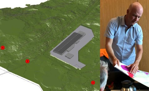 Stig Bakke med anlegget som allereie er godkjent i Smørhamn. No ønsker Smart Salmon å bygge eit mykje større anlegg.
