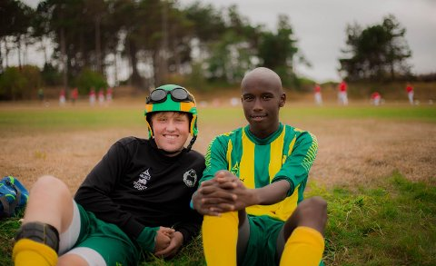 Fine dager på cup: Martin Johnsen og Hassan Bile er på Skaw-tur. ALLE FOTO: Per Arne Fjeld