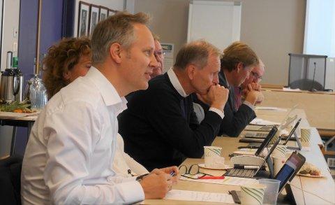 Nytt forslag: Ordfører Jon-Ivar Nygård (Ap)  forventer at staten tar en betydelig del av regningen for veiutbyggingen. Han håper å bli enig med Truls Velgaard (H) før neste møte i styringsgruppen for bypakken. (Foto: Øivind Lågbu)
