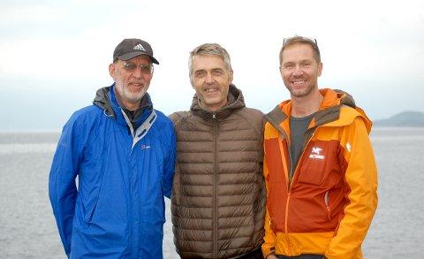 PÅ BEFARING: Produsent Aage Aaberge, regissør Erik Skjoldbjærg, manusforfatter Christopher Grøndahl er i gang med forarbeidene til slaget om Narvik. Nylig var de på befaring i området der fimen skal spilles inn.