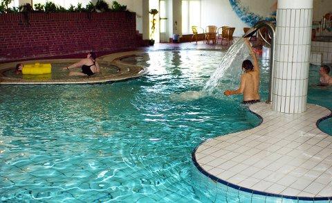 OK SOMMER: Mange trekker inn for å bade. Arkivbilde fra Polarbadet.