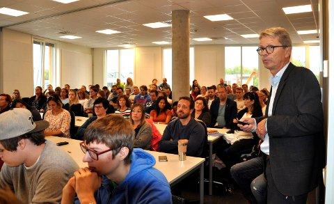 NYTT: Rektor Ola Småkasin ønsket 140 elever velkommen til Fagskolen i Vestfold, denne gangen på Campus Vestfold.
