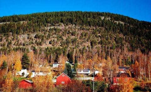 Rasutsatt: Flere hus i Moarusta på Harpefoss er utsatt for ras. Nå vil formannskapet at rassikringen skal starte.