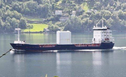 Odda Marie: Lastebåten går fast mellom Boliden og Europa. Sist fredag fikk den maskinproblemer. Foto: Dagfinn Lutro