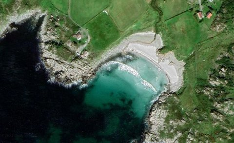 HEMNESSANDEN: 1/14 av denne stranda på Vest-Karmøy er lagt ut for salg.