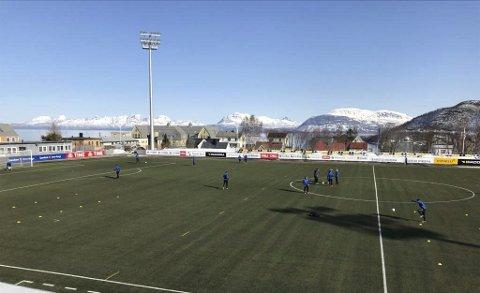 Harstad - Mosjøen 1. runde i cupen. Harstad stadion like før kampstart. Fint vær og sol.