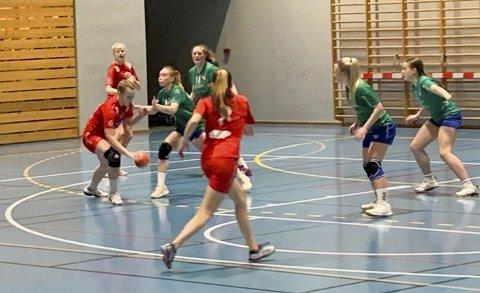 KAMPER: Fredag kveld spilte J14 treningskamper mot Klæbu, og lørdag og søndag spilte de kamper i EURO Youth Camp.
