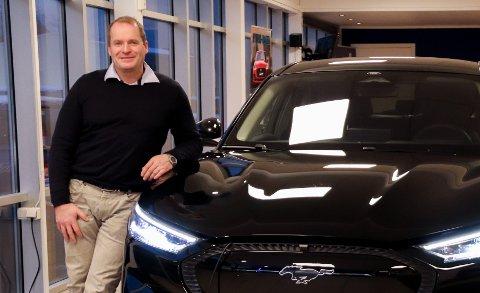 PANGSTART: Sverre Carlsson Storvik sier at salget av elbiler har eksplodert i 2021.