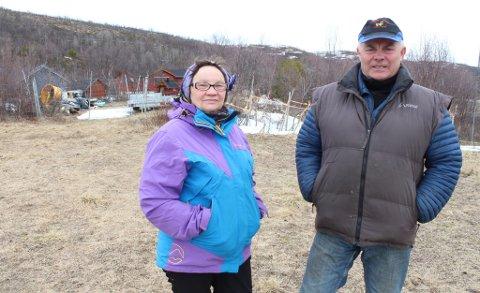 TOMTA: Her på sin egen eiendom ønsker Britt Guttorm Gaup og Lars Mathis Gaup i Tana å bygge ny bolig. Fylkesmannen i Finnmark har imidlertid klaget på vedtaket fra kommunen.