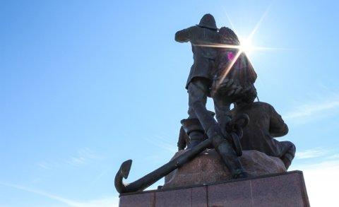 INNVANDRERMONUMENTET 2017: Monumentet er laget av Ensio Seppänen. Det ble avduket 18. juni 1977.