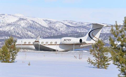 På besøk: Jeff Bezos sitt fly på bakken i Alta. Å trekke til seg slike turister er en seier for reiselivet. FOTO: Tom Erik Nilsen/Kronstadposten
