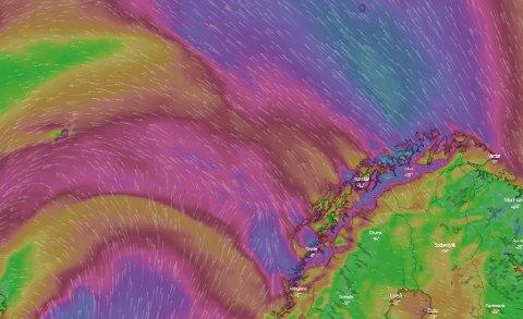 HEFTIG: De lilla feltene viser vindkast på over 20 meter per sekund. Søndag er det ventet heftig vær i nord. Foto: Skjermdump Windy.com