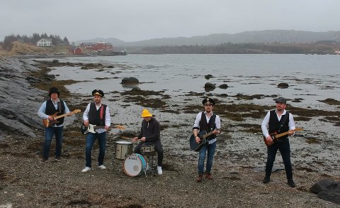 HARABAILL: Vegar Myrstad (vokalist), Roger Lorentzen (bass), Roger Karlsen (gitar, mandolin og diverse strengeinstrumenter), Knut Børge Edvardsen (gitar) og Jan Kristian Pedersen (trommer) er medlemmene i Dønna-bandet.