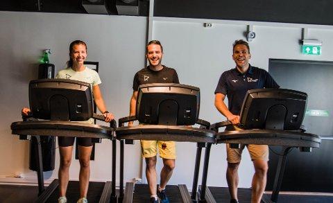 FLERE NYE MEDLEMMER: Ine Hebnes, Lars Zachariassen og Stian Gilje har startet Robust trening og fysioterapi sammen med Caroline Zachariassen (ikke til stede da bildet ble tatt) har fått 60 nye medlemmer den siste måneden.