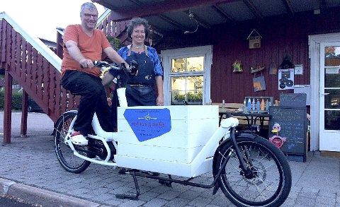 ANNERLEDES SYKKEL: En av de elektriske syklene til Jens Pokorny og Gabriele Hager er utstyrt med stort lasteplan. Foto: Lars Ivar Hordnes