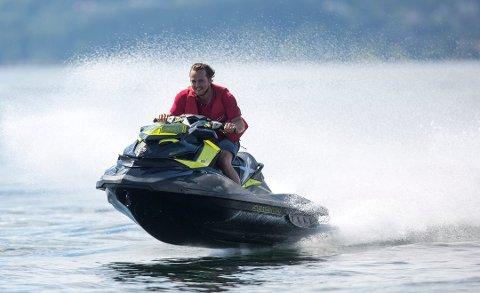 Vannskuterførere er likestilte med fritidsbåter, og må forholde seg til regelverket deretter. Illustrasjonsfoto: Torstein Bøe/NTB Scanpix
