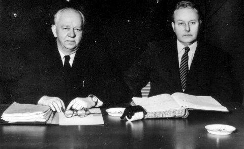 Må ikke glemmes: Til venstre ordfører Thorbjørn Nilsen sammen med kontorsjef Harald Stokke Halvorsen. De gikk under navnet «Parhestene». Foto: KV Arkiv