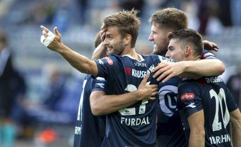 Johnny Furdal (t.v.) har vært en knallsuksess i Viking, som søndag kan sikre seg retur til eliteserien med seier over Kongsvinger i Stavanger.