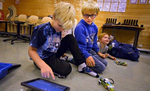 Klare for fremtiden? Nettbrett og roboter er en del av hverdagen for elevene på Madsebakken skole. Det skal forberede dem på morgensdagens arbeidsliv.FOTO: JAN STORFOSSEN