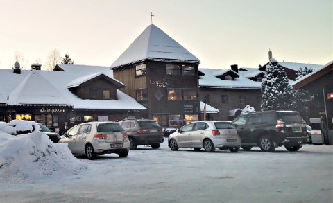 STENGER: Lampeland Hotell har valgt å stenge noen dager.