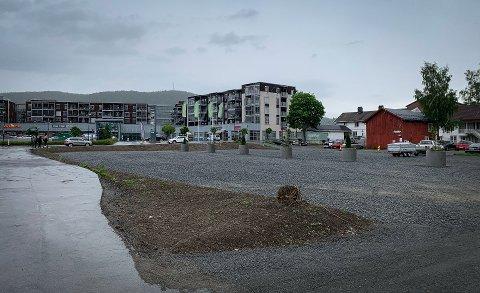 MER PARKERING: Nå har Kongsberg fått flere parkeringsplasser midt i byen. Men foreløpig er det nesten tomt.