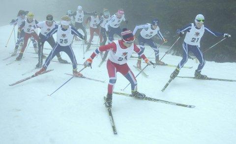 Mange på start: Det var bra oppmøte i årets Lier ILs klubbmesterskap i skiskyting som ble arrangert sammen med Bødalen IF. Her er 13- og 14-åringene på vei ut fra start.BILDER: GJERMUND SØRSTAD