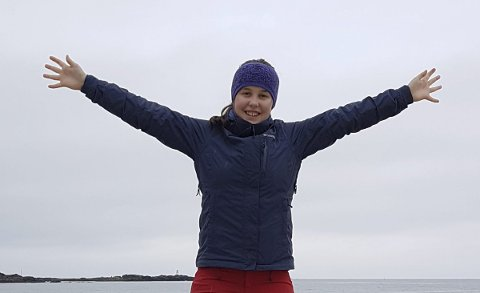 Lofotdelegat: Kaja Nyland (15) fra Kabelvåg er en av fire deltakere fra Lofoten på Natur og Ungdom sin sommerleir. Hun sier de har lært masse, og står sterkere i kampen mot oljeboring etter leiren.