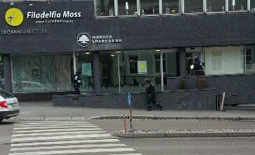 Bevæpnet politi rykket ut da ransalarmen ble utløst i Marker sparebank.