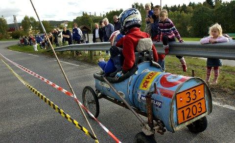 Svinndaluka 2004. Olabil-løp i svingen ved Fosseberget.