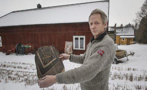 I dag: Dette trykket er det eneste Rune Kjøniksen fikk reddet ut da verkstedet hans brant ned i 2005, men verkstedet er bygget opp igjen nøyaktig samme sted.