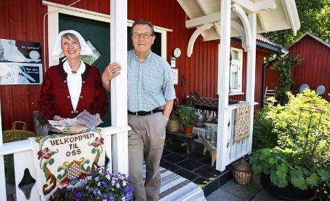 SISTE HELG I SOMMER: Ann Elizabeth Molvig og Karl Otto Molvig ønsker velkommen til Kallum Søndre.