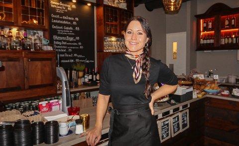 NYÅPNING: Malin Pettersson har åpnet Farbror Melkers Cafe i Varnaveien på Høyda. - Her har vi gjort en moderne vri på vårt tradisjonelle konsept, sier Malin Pettersson.