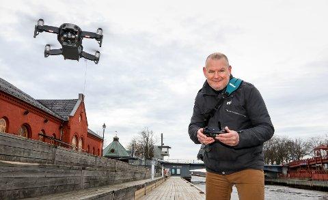DRONEFOTOGRAF: Ole Petter Førland vil gjerne bidra med en fotoutstilling som kan gjøre innbyggere og besøkende bedre kjent i den nye kommunen.