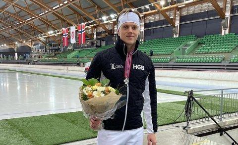 Falken-løper Bjørn Magnussen er Trøndelags sprintkomet de neste årene. Her er han stolt som en hane i Vikingskipet, bare dager etter at han slet med både selvtillit og smerter.