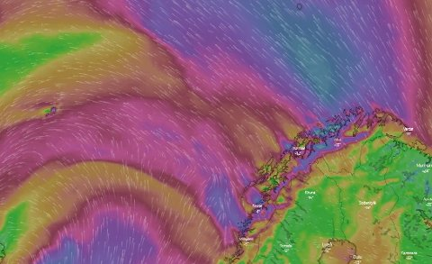HEFTIG: De lilla feltene viser vindkast på over 20 meter per sekund. Søndag er det ventet heftig vær i nord.